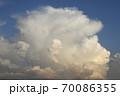 発達する入道雲、雄大積雲 70086355