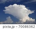 発達する入道雲、雄大積雲、積乱雲 70086362