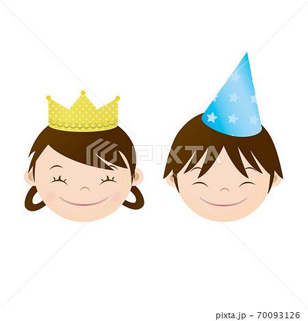 王冠をかぶった女の子とコーンハットをかぶった男の子 70093126