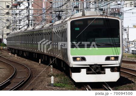 【JR東日本】晴れの日のお昼前、恵比寿駅に入る山手線E231系 70094500