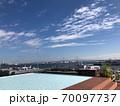 青い空と青い海と青いプールと横浜ベイブリッジ 70097737