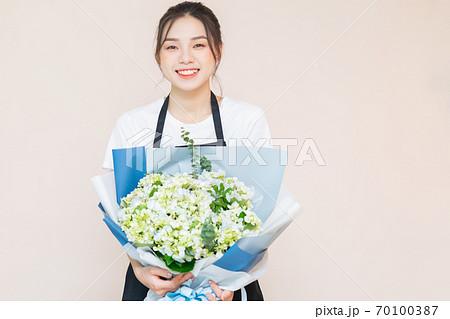 flower delivery, clerk 70100387