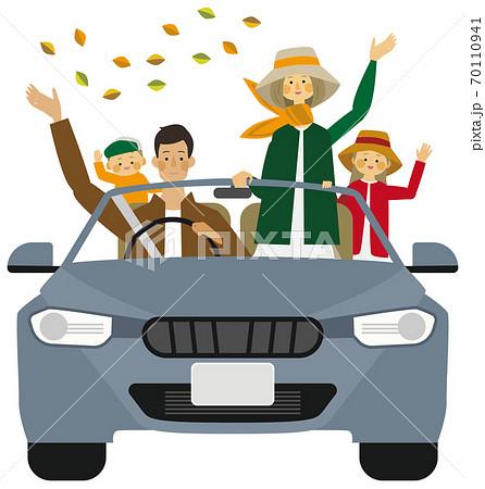 秋にドライブをする家族のイラスト 70110941