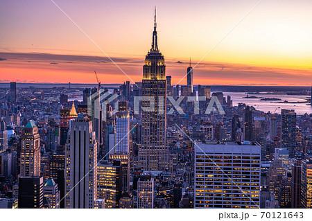 《ニューヨーク》マンハッタン・摩天楼の夜景 70121643