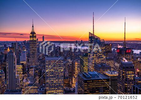 《ニューヨーク》マンハッタン・摩天楼の夜景 70121652