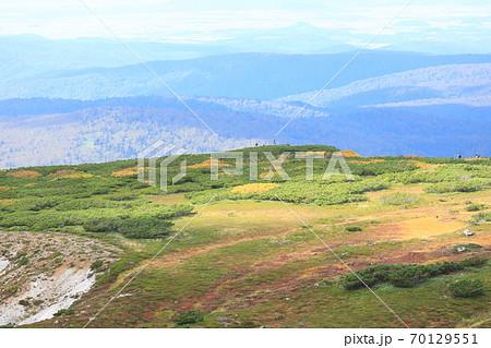 北海道、大雪山系旭岳からの風景 70129551
