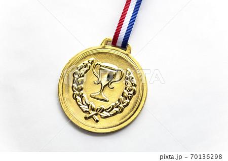金色のメダル 70136298