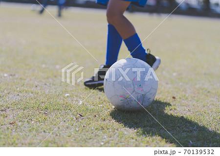 サッカー 幼稚園児 70139532