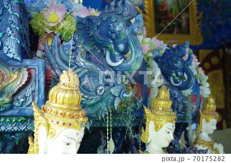 チェンライのワット・ロンスアテンの装飾② 70175282