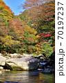 奥津渓の紅葉(岡山県苫田郡) 70197237