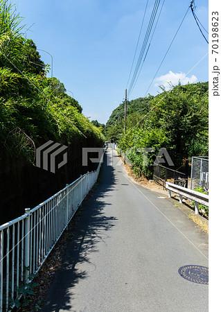 高架沿いから深大寺温泉湯守の里へ歩く 東京都調布市深大寺元町 70198623
