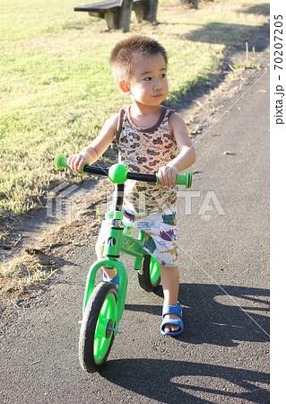 キッズバイク(ストライダー)で自転車の練習 70207205