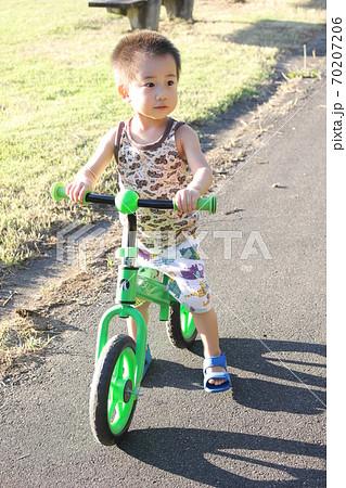 キッズバイク(ストライダー)で自転車の練習 70207206