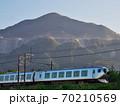 武甲山と西武特急 70210569