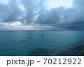 神秘的な離島の夕暮れ 70212922