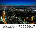 六本木ヒルズから眺める東京の街並み 夕暮れ 新宿方面 70229917