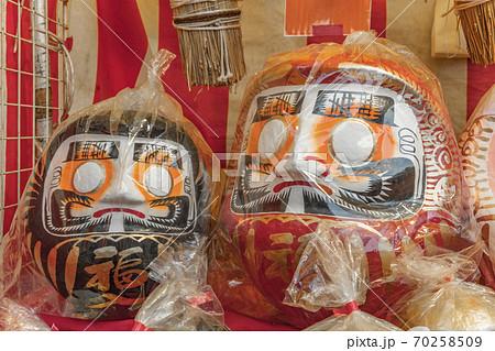 [東京・湯島] プラスチックバッグに入ってる達磨 70258509