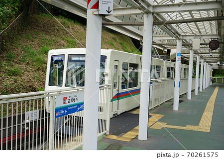 10月 所沢06遊園地西駅ホームと電車2020年 70261575