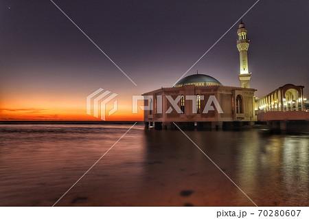 サウジアラビアのフローティングモスク 70280607