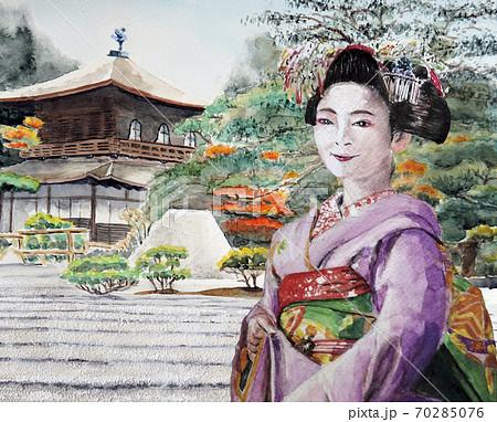 銀閣寺を観光する舞妓さん 70285076