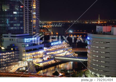 横浜の夜景(ベイクォーター、ベイブリッジ) 70291404
