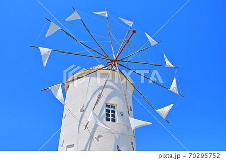 【香川県】 小豆島のギリシャ風車(小豆島オリーブ公園) 70295752