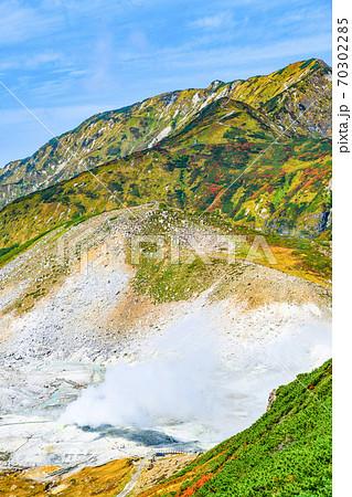 立山、紅葉の奥大日岳と地獄谷 70302285