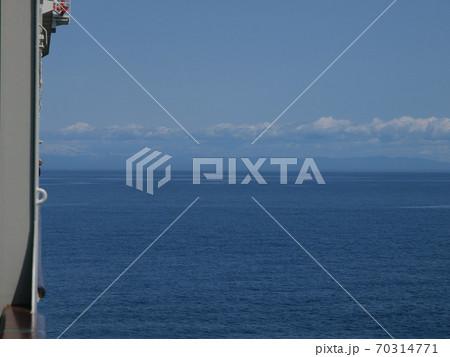 佐渡からの帰路のフェリーから望む海 70314771