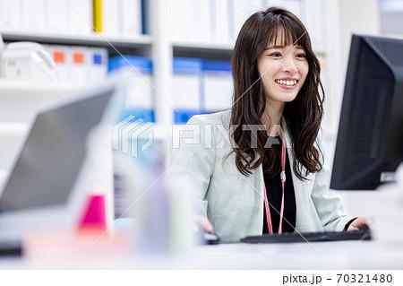 事務職の女性イメージ 70321480