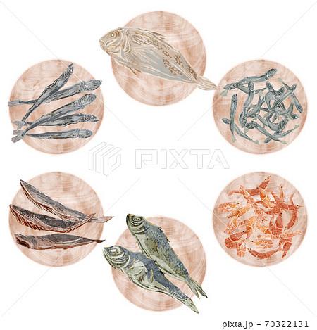魚介出汁の材料を載せた木皿のイラスト 70322131