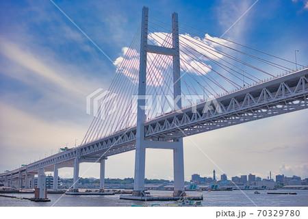 クルーズ船から見た横浜ベイブリッジ 70329780