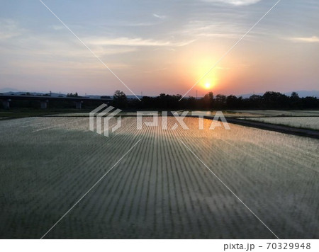 新幹線から見る田舎の景色 70329948