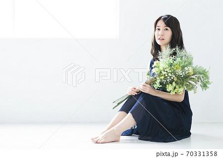 女性 花 花束 ボタニカル ビューティー ライフスタイル 70331358