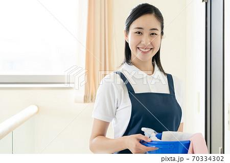 家事代行スタッフの女性 70334302