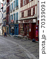 バスク地方のカラフルな街並み 70339091