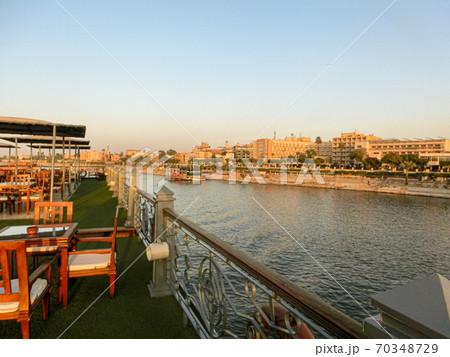 12月のエジプト 船上デッキから眺めるナイル川クルーズ 70348729