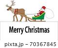 サンタクロースとトナカイのクリスマスカード 70367845