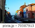 朝焼けのイタリア・ブラーノ島 70387913