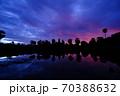 朝焼けのカンボジア・シェムリアップ・アンコールワット(青) 70388632