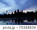 朝焼けのカンボジア・シェムリアップ・アンコールワット 70388636