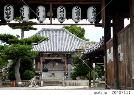 久米田寺 楼門から金堂(大阪府岸和田市) 70407111