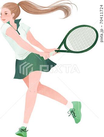 元気にテニスをする女性 70411724