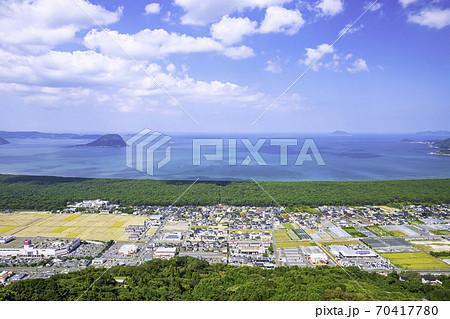 佐賀県の絶景 鏡山西展望台から見た虹の松原と唐津湾 70417780