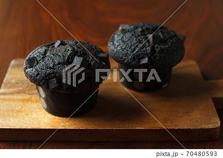 ブラックチョコレートマフィン 70480593