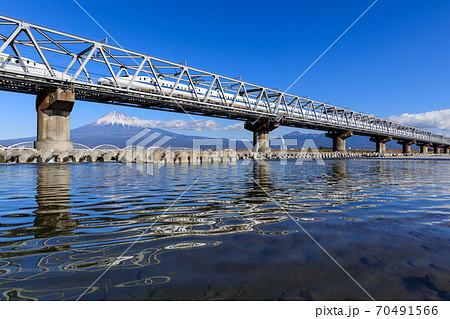 静岡_富士山と新幹線(富士川橋梁) 70491566