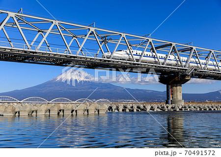 静岡_富士山と新幹線(富士川橋梁) 70491572