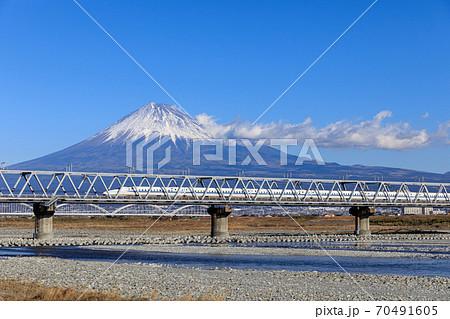 静岡_富士山と新幹線(富士川橋梁) 70491605