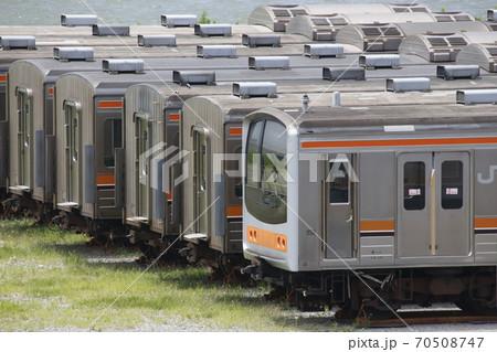 インドネシアへ旅立つ武蔵野線205系電車(2019年7月) 70508747