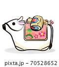 丑年 筆ストローク 白い牛の土鈴と小槌のカットイラスト 70528652
