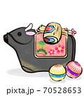 丑年 筆ストローク 黒毛和牛の土鈴と小槌と手毬のカットイラスト 70528653